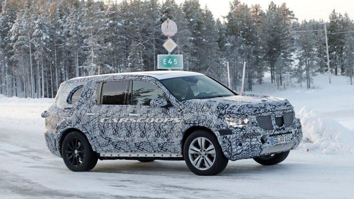 Mercedes вивела на зимові тести новий GLS