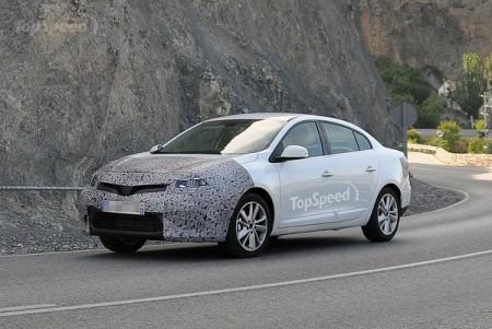 Оновлений Renault Fluence потрапляє в об'єктиви камер