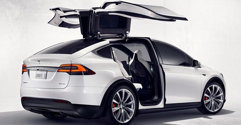 Запас ходу кросовера Tesla Model X складе 400 км