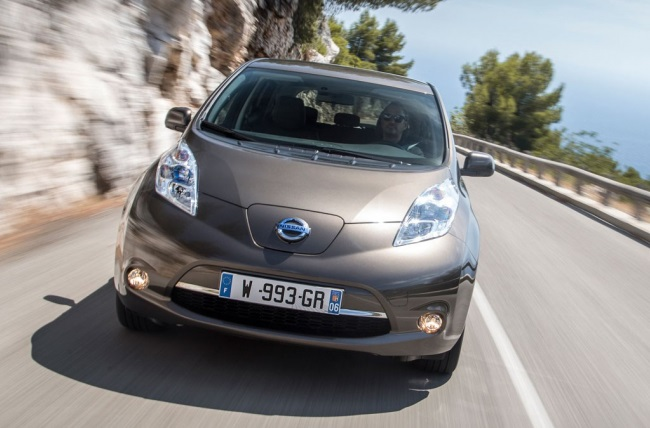 Nissan знизить ціни електромобілів на 20 відсотків