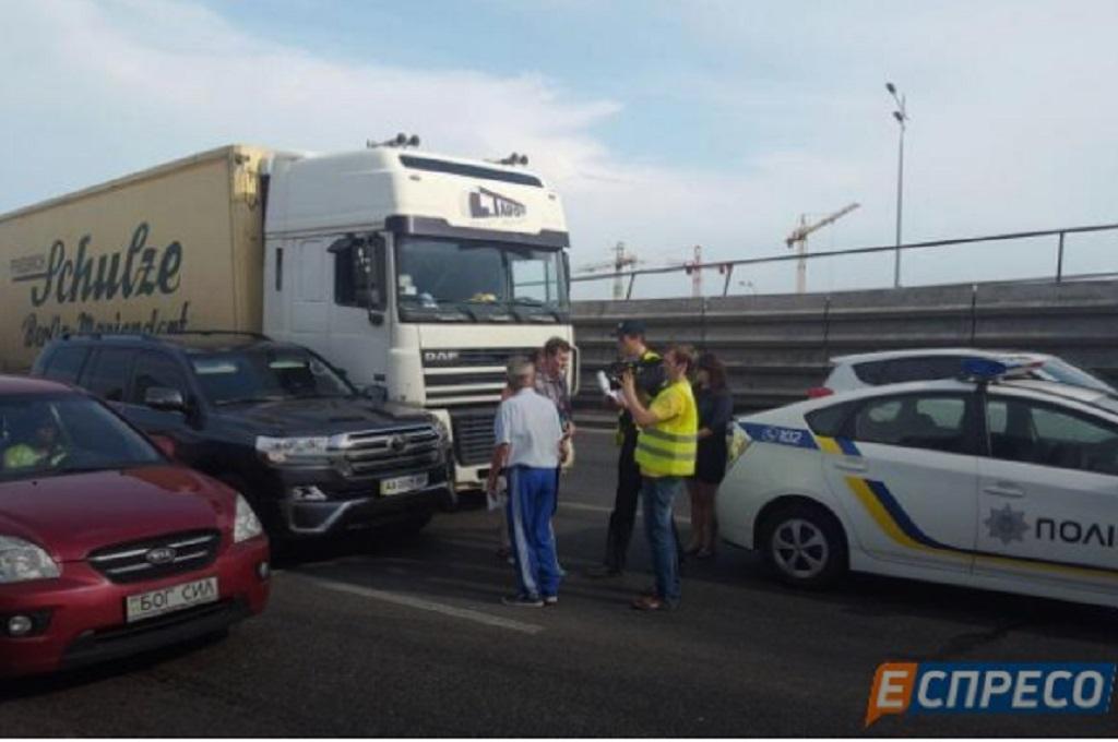 Мер Києва попав у ДТП з вантажівкою