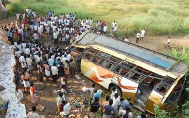 Велике ДТП: у страшній аварії автобуса загинули 37 людей