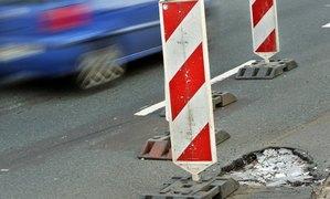 В Німеччині на продаж виставили діри в асфальті