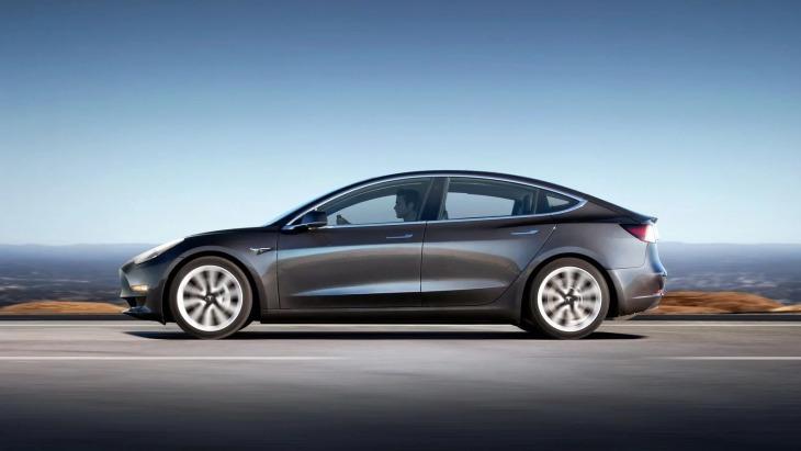 Озвучені ціни і характеристики двомоторних Tesla Model 3