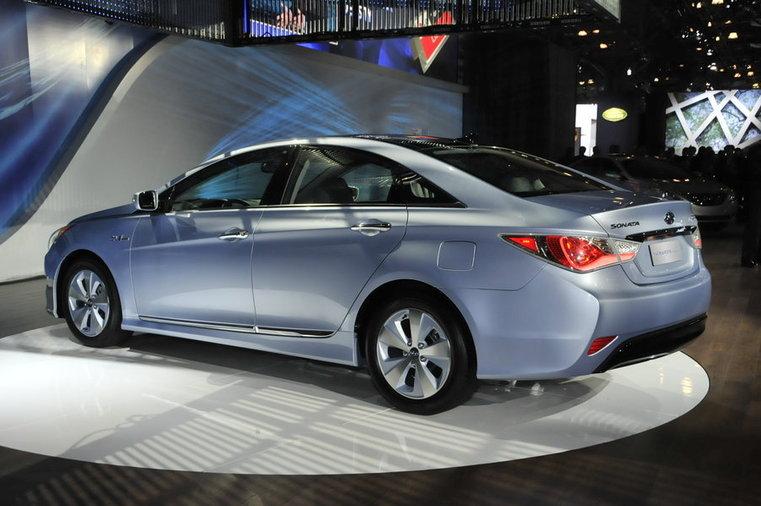 Кому Hyundai Sonata Hybrid?