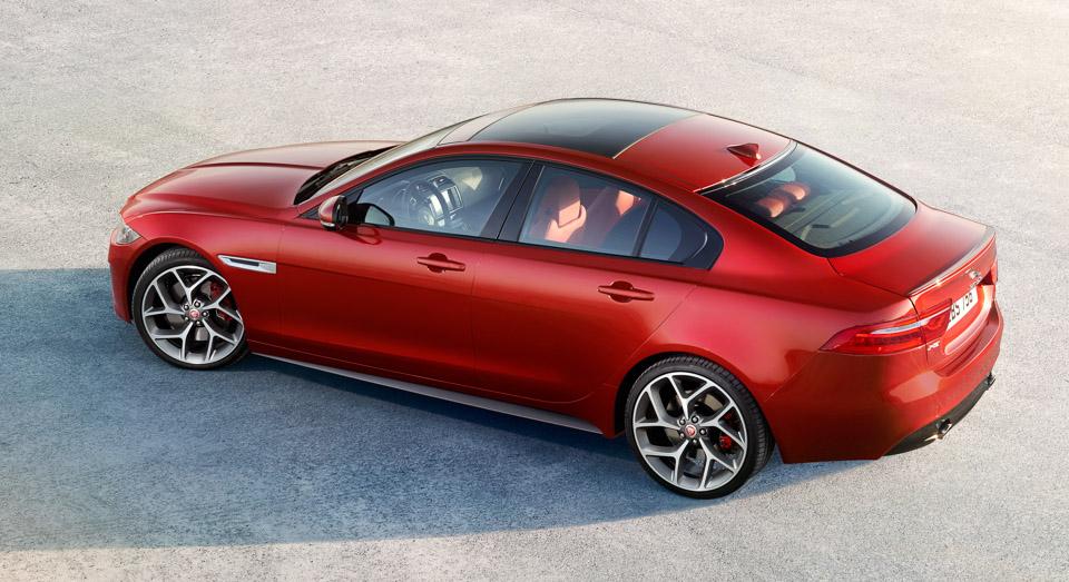 Jaguar випустив відео седана XE