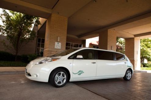 Електрокар Nissan Leaf перетворили на лімузин