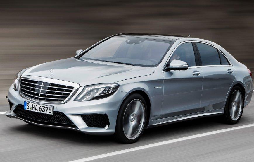 Mercedes тестує новий седан