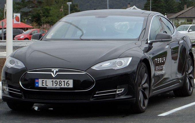 Tesla заплатить покупцям по $7700