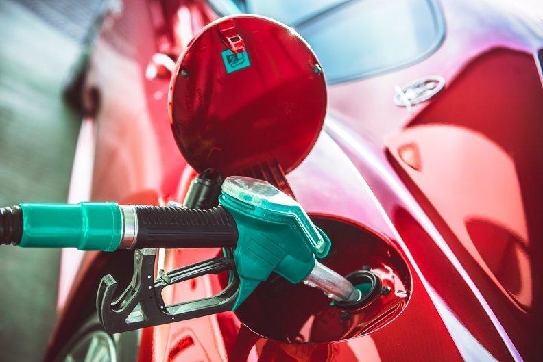 На автозаправках бояться збільшувати ціни на бензин