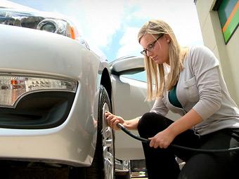 Nissan допоможе водіям правильно підкачати шини
