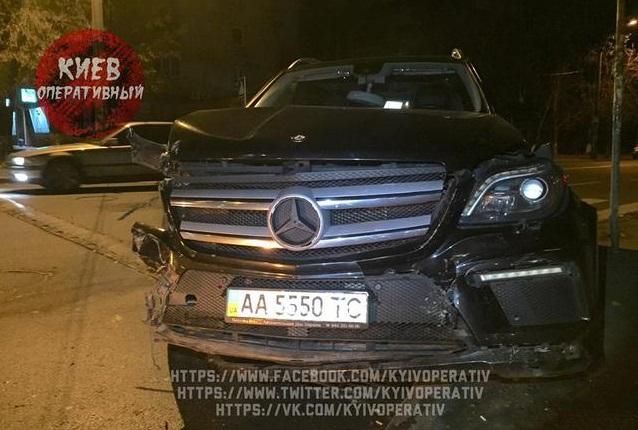 У Києві син депутата на великій швидкості спровокував масштабне ДТП