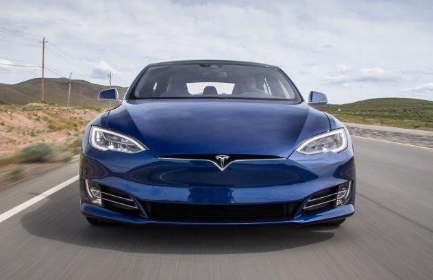 Tesla змінює ціни на електромобілі