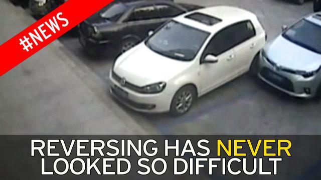 Невдаха тільки з 21 спроби зміг виїхати з парковки: відео знищення автомобілів