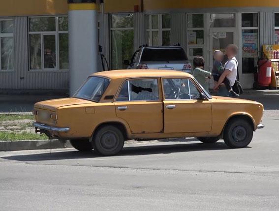 Автомобіль поліції обстріляли: інформація з місця події