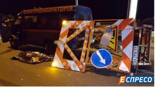Деталі кривавої ДТП у Києві: велика вантажівка переїхала робітників