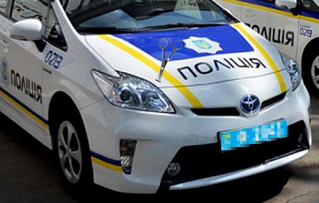 Водій напав на поліцейських та понищив їх автомобіль