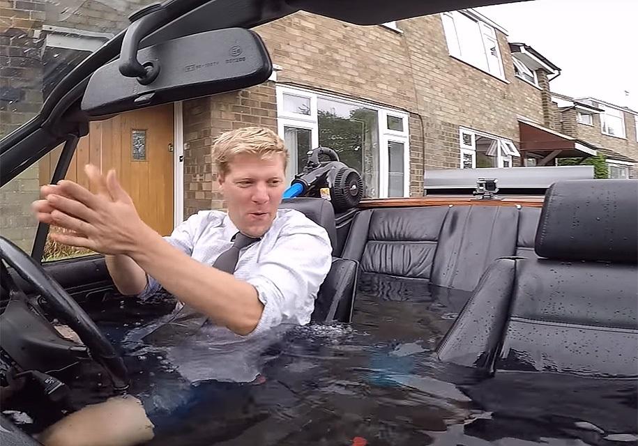 Блогер наповнив BMW водою і покатався на ній: