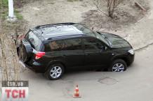 У Києві знову провалився автомобіль