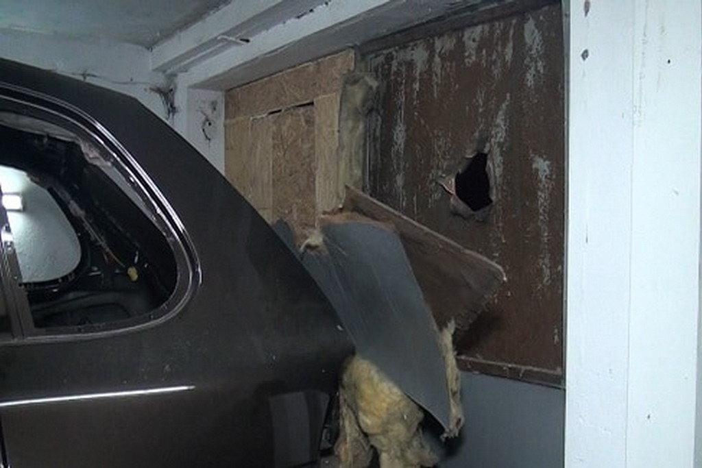 Надзвичайна ситуація в Києві: Porsche Cayenne обстріляли з гранатомета