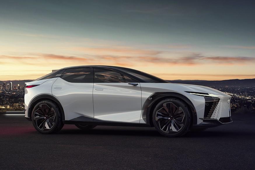 10 новинок від Lexus: гібриди та електромобілі