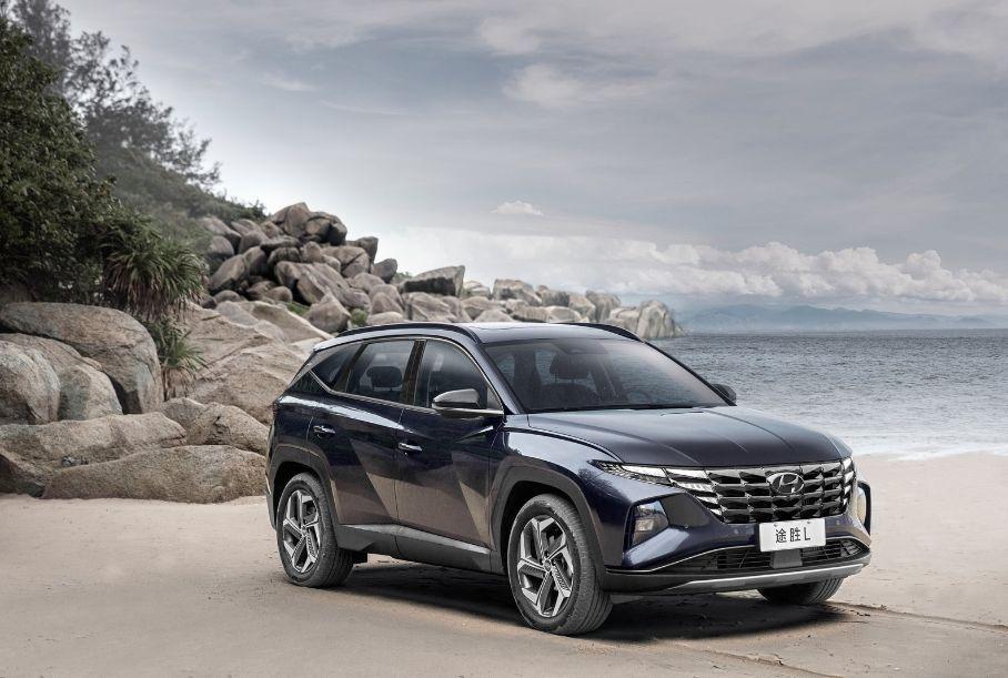 Hyundai Tucson став довшим та отримав 200-сильний мотор