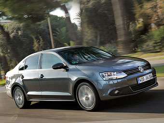 Volkswagen привезе в Детройт електрокар і гібридну Jetta