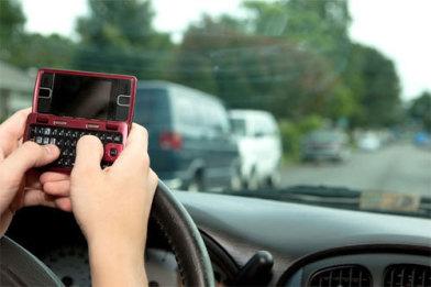 У США можуть ввести повну заборону на використання мобільників за кермом