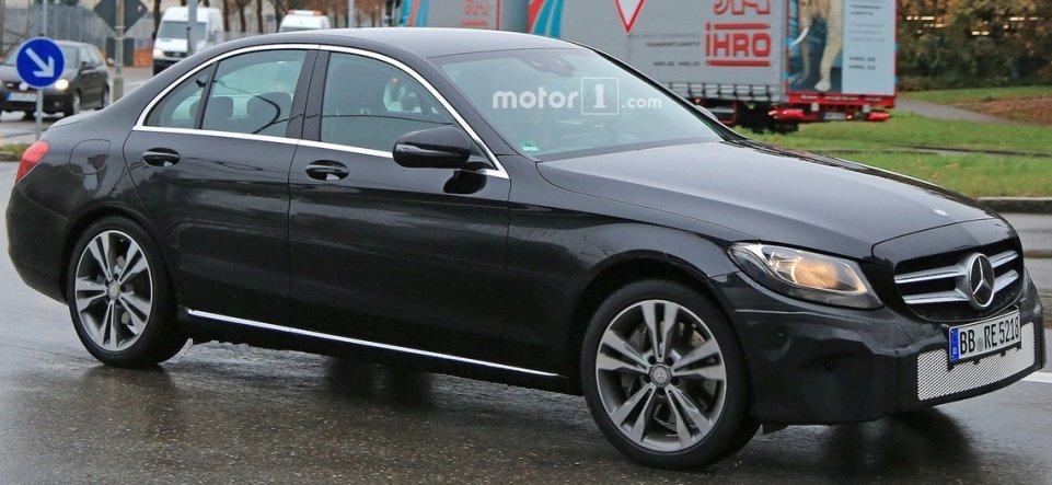 Mercedes C-Class 2018: перше зображення новинки