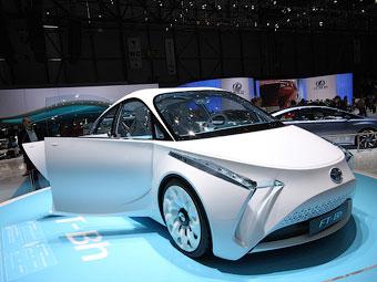 Toyota представила надлегкий міської гібрид
