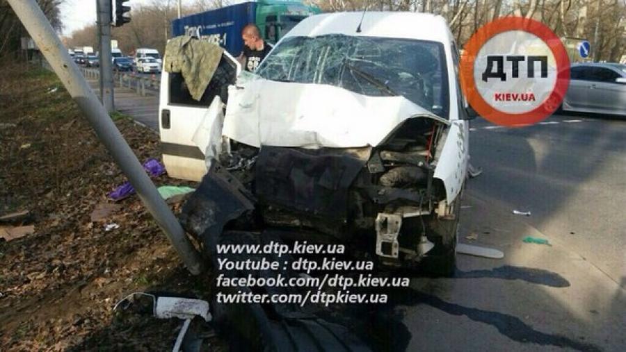 У Києві водій мікроавтобуса заснув і наробив лиха