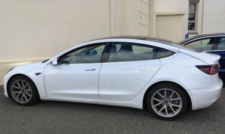 Tesla Model 3: нові зображення та інформація