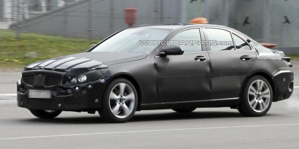 Новий Mercedes C-класу отримає 3-циліндровий двигун