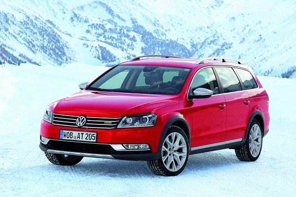 Volkswagen розщедрився на фото нового Passat Alltrack