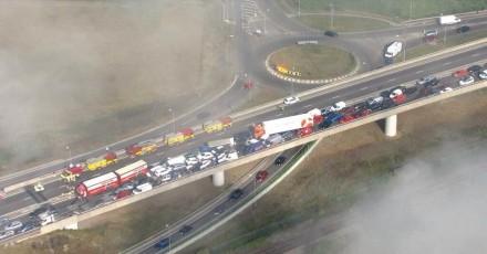 Через туман в Англії зіткнулися понад 100 автомобілів (Відео)