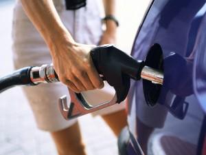 Чому в Україні росте ціна бензину при дешевій нафті