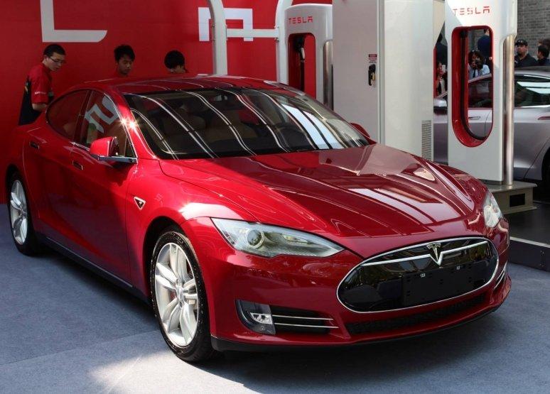 Tesla заставляє клієнтів приховувати проблеми своїх машин