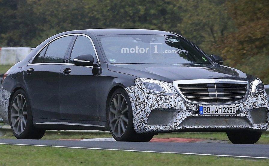 Mercedes тестує новий