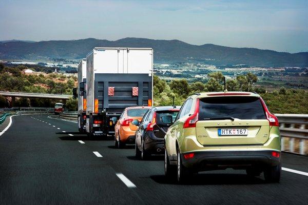 Автомобілі Volvo навчилися їздити без водія