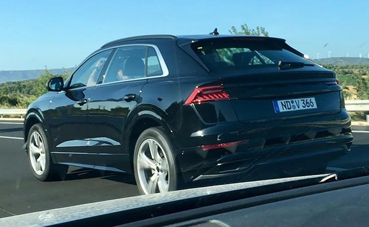 Кросовер Audi Q8 вперше помітили без камуфляжу