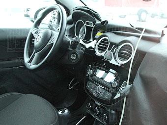 Фотошпигуни розсекретили інтер'єр субкомпактного Opel