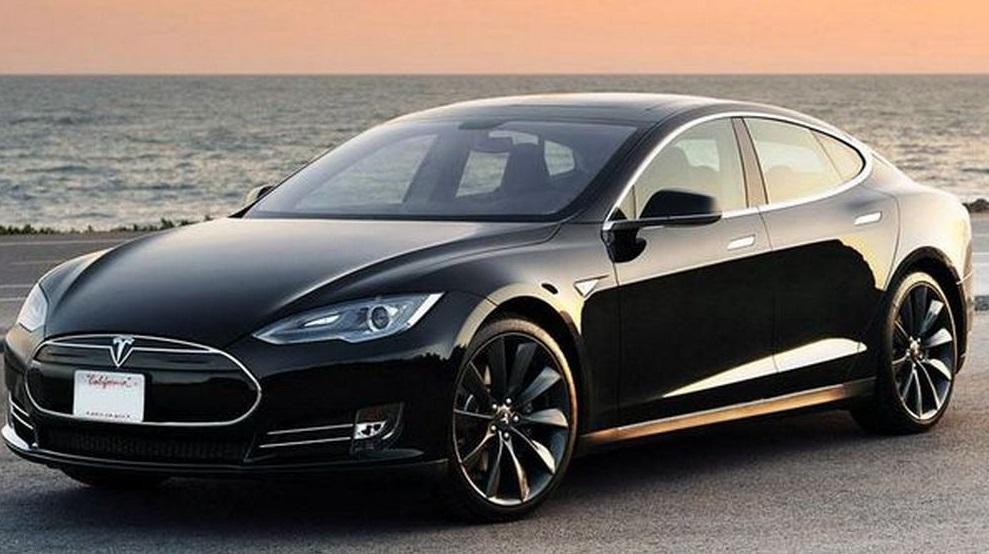 Продажі автомобілів Tesla хочуть заборонити