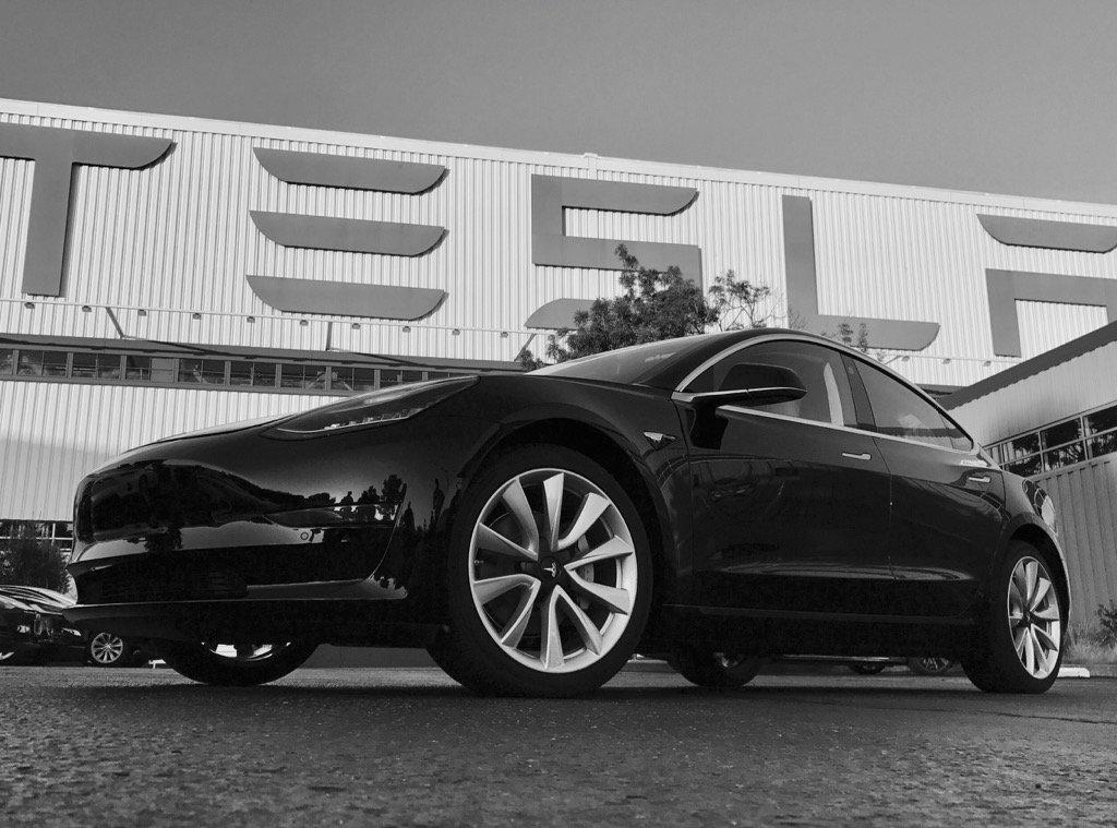 Tesla Model 3 2018: перші офіційні зображення