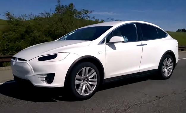 Електрокросовер Tesla Model X виходить на ринок