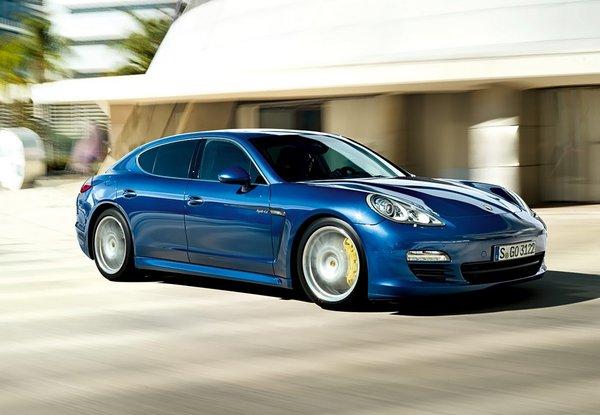 Porsche Panamera поступово перетворюється на електромобіль