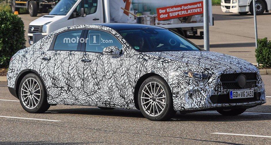 Mercedes-Benz A-Class 2018: перші фото нового