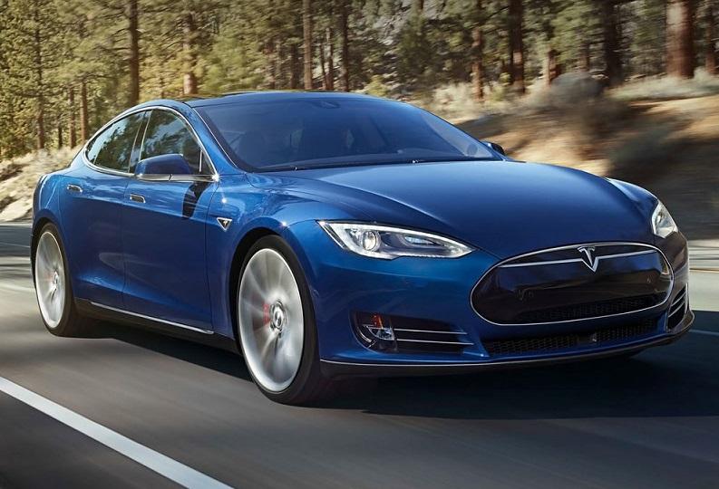 Автомобіль Tesla вбив свого водія