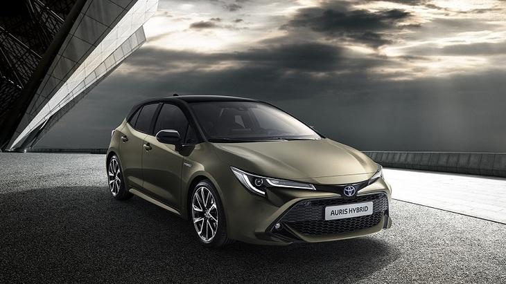 Toyota відмовилася від Auris на користь Corolla