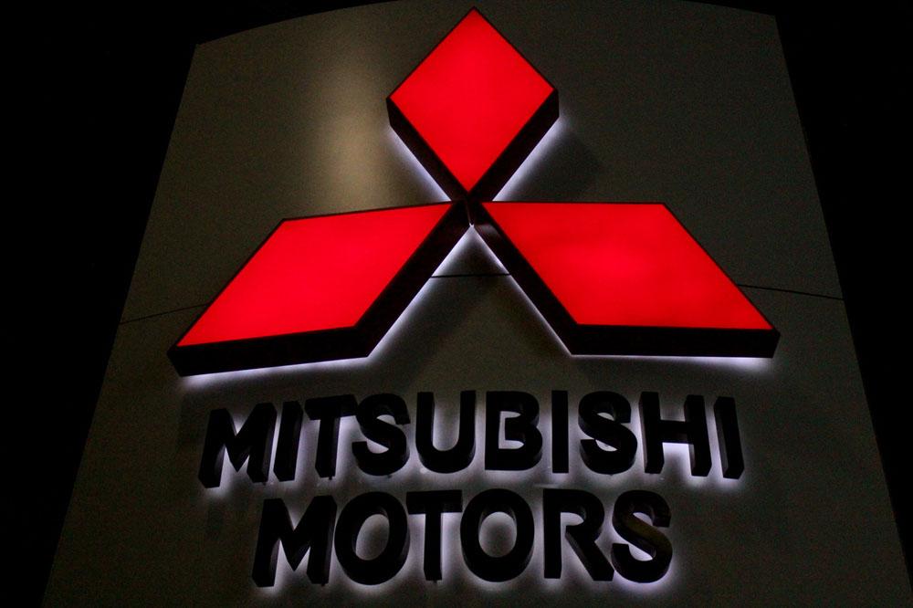 Автомобілі Mitsubishi потрапили у