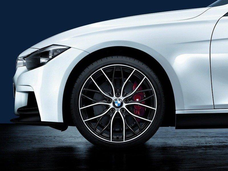 Підрозділ M Performance пропонує зробити серійні седани BMW більш спортивними